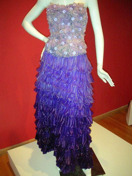 Шикарное платье из презервативов сделает вас королевой вечера