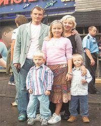 Алексей Серебряков с семьей переехал жить в Канаду