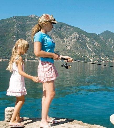 Елена Воробей с дочкой Сонечкой на рыбалке