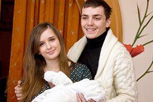 Евгений Кузин забрал жену и сына с телепроекта