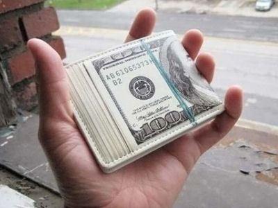 Кошелек-пачка долларов