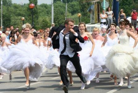 В России на одного мужчину приходится 11 женщин!
