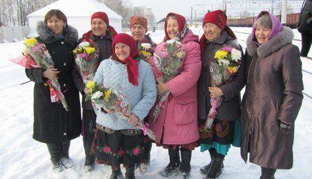 Односельчане встретили Бурановских бабушек с почетом