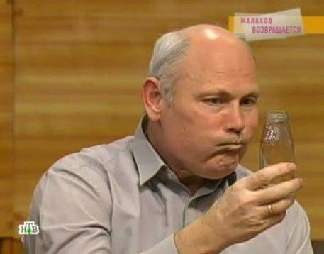 Исторический момент: Малахов выпил мочу перед телекамерами