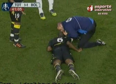 Сердечный приступ Муамба прервал матч Тоттенхэма и Болтона
