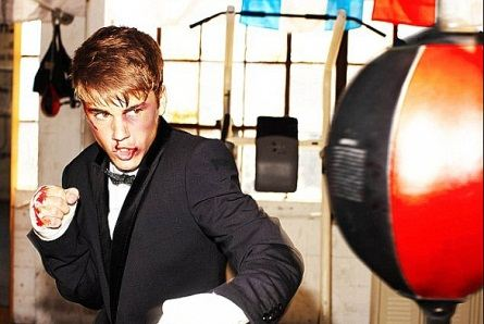 СМИ опубликовали фото избитого певца Джастина Бибера