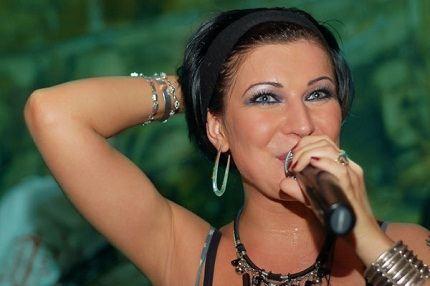Экстравагантная певица