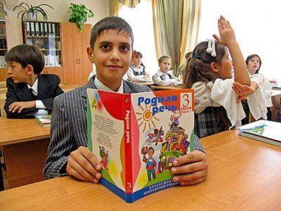 Дети мигрантов доучатся в школе до конца года