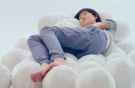 Ах, как сладко спится на этих меховых подушках!