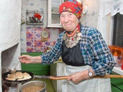 Домашние заботы бабушки не бросают