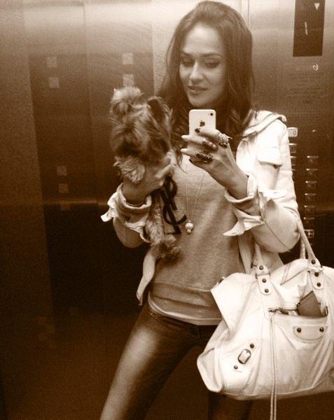 Алена Водонаева и ее собачка