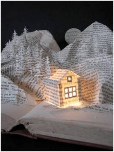 Английская художница Сью Блэквелл увлекается декоративным искусством вырезания из книг