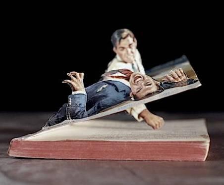 Американский фотограф Томас Аллен тоже овладел искусством вырезания из книг