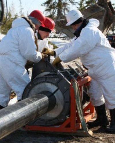 Нефтепроводы из металла меняют на пластик