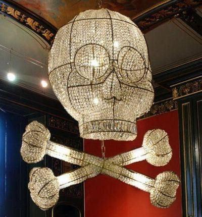 Люстра-череп