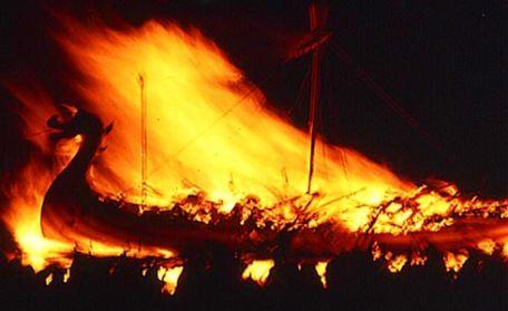 Фестиваль огня в Люксембурге под названием Бургзонндег