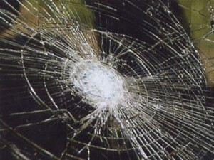 Замена лобового стекла - дело не дешевое
