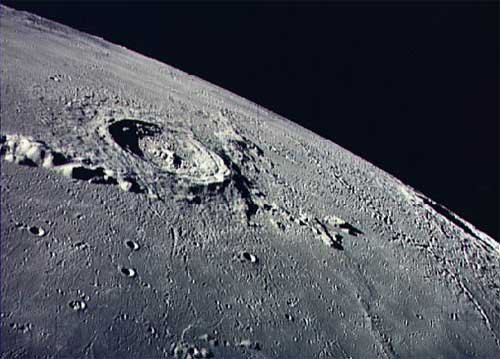Частным компаниям разрешать покупать землю на Луне