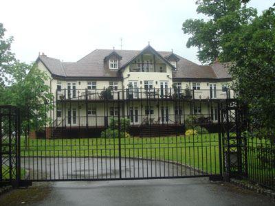В Британии принято строить дорогие и красивые дома.