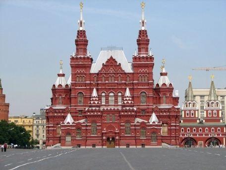 Караванное шествие начнется в шесть вечера на улице Петровка, пройдет по Большой Дмитровке, Пушкинской площади и Пушкинскому скверу, Чистопрудному бульвару и завершится в Милютинском переулке, по расчетам организаторов, в девять вечера