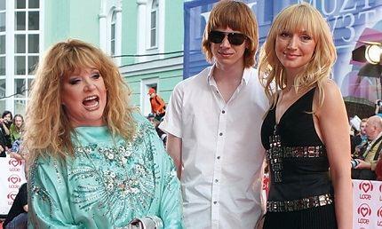 Со знаменитой мамой и старшим сыном