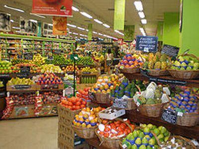 Супермаркет: большой и помпезный.