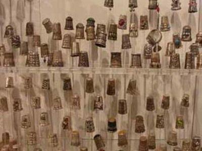 Всего в музее 222 наперстка.