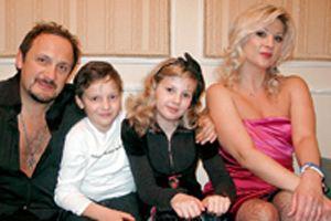 Стас Михайлов с семьей