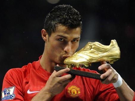 Один из лучших футболистов современности Криштиану Роналду