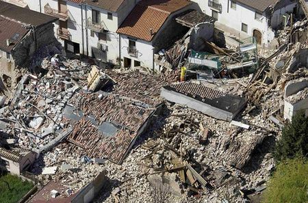Жертвы землетрясения в Италии могут в основном находятся под такими завалами