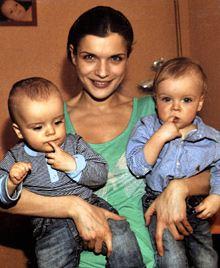 Анна Азарова с близнецами
