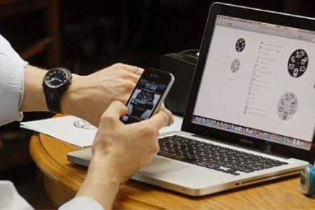 Часы Cookoo контролируют смартфон