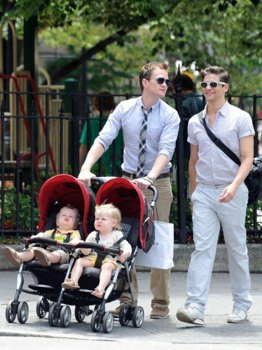 Нил Патрик Харрис с любимым Дэвидом Бартка и детьми