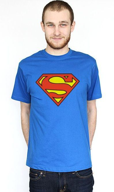 Футболка с логотипом Супермена очень популярна среди молодежи