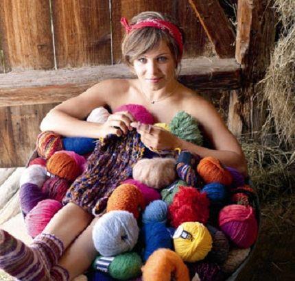 Magdalena loves to knit