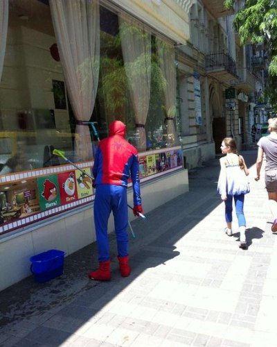 Это одесский Спайдермен