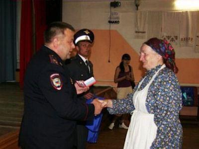 «Бурановские бабушки» получили официальные удостоверения