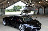 Lamborghini Aventador попытался обогнать самолет