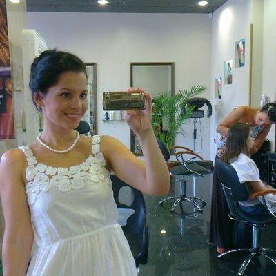 Сестры Колесниченко из последних сил пиарят свою парикмахерскую