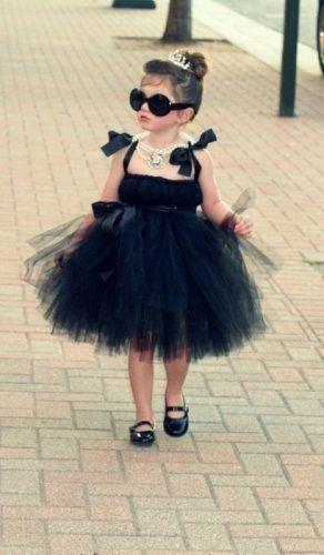 Маленькая модница без труда покоряет мир