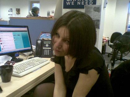 Катя Винокурова на работе сообщает о политике, а в свободное время обижает людей