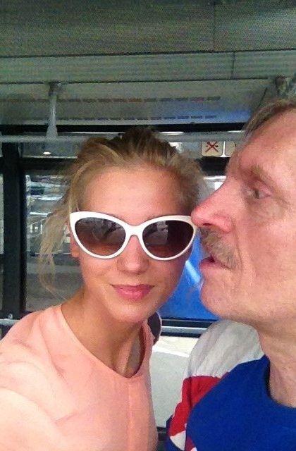 Свидетельство счастливого воссоединения с отцом Кристина Асмус выложила в Твиттер