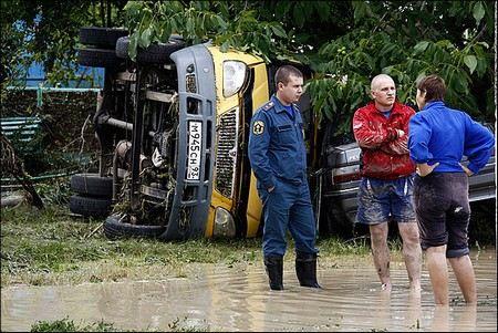 Полицейские спасают от мародерства пострадавшие районы Кубани