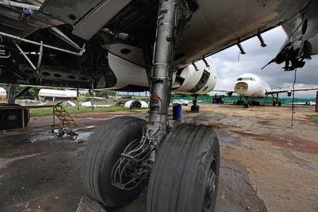 Причина аварийной посадки в Новосибирском аэропорту - повреждение покрышки шасси