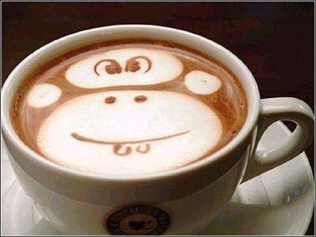 Сейчас такие узоры на кофе могут сделать в любой кофейне