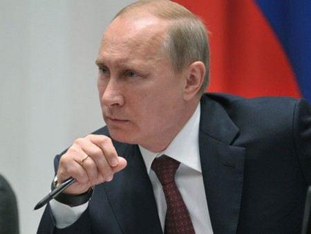 Статью «О клевете» потребовал вернуть Владимир Путин
