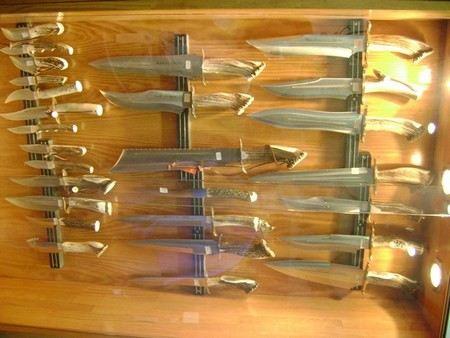 Нож мужчина приобрел в одном из магазинов торгового центра