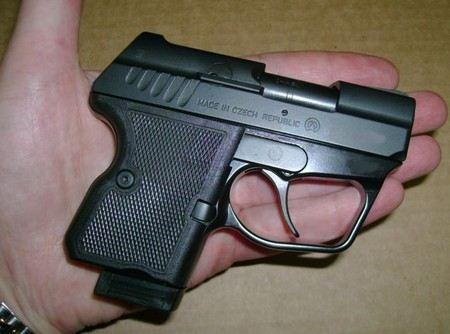 У задержанного был найден травматический пистолет и другое оружие