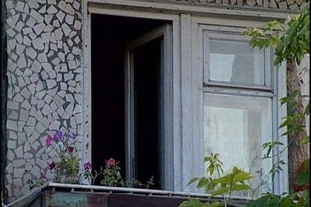 По факту гибель выпавшего из окна мальчика следствие проводит проверку