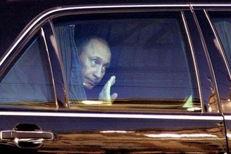 Автомобиль Владимира Путина перемещается без регистрационных номеров